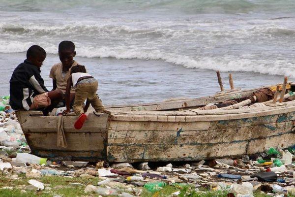 haiti-niños-mar