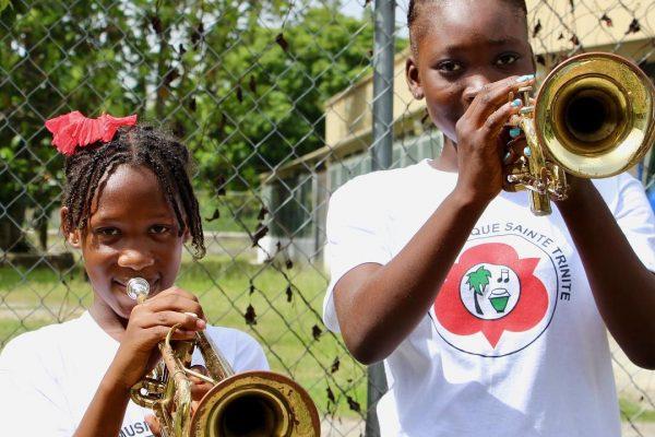 niñas-trompeta-haiti